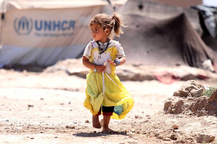Een Afghaans meisje in een vluchtelingenkamp bij Herat in Afghanistan. In het door oorlog en natuurrampen ontwrichtte land zijn 3,8 miljoen kinderen en bijna evenveel volwassenen afhankelijk van humanitaire hulp.