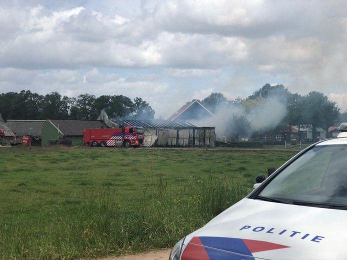 De schuur met houtopslag in Winterswijk stond in brand.