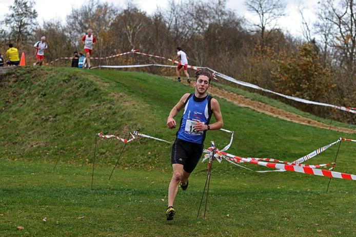 De 20-jarige winnaar van de 8 km cross, Mels Lambregts van THOR