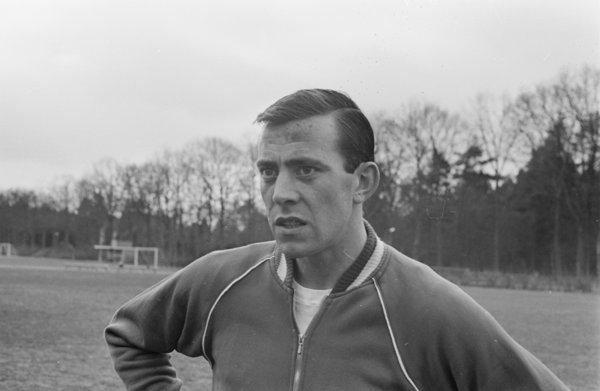 Elegante verdediger tussen rouwdouwers, een vergeten voetbalicoon