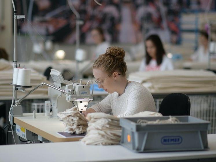 Non-stop naaiende studenten voor misstanden textielfabrieken