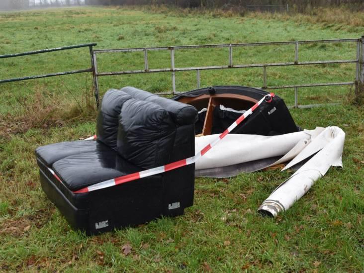 Bankstel, vloerkleed en autobanden gedumpt in poldergebied Kerkwijk