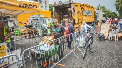 Auto's niet toegelaten op mobiel recyclagepark, dan maar het afval in kruiwagens, zakken en trolleys