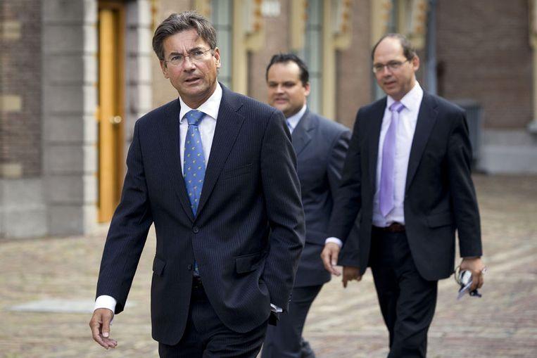 CDA-leider Maxime Verhagen (L) en zijn secondanten Jan Kees de Jager en Ab Klink (R) op het Binnenhof in Den Haag. (ANP) Beeld