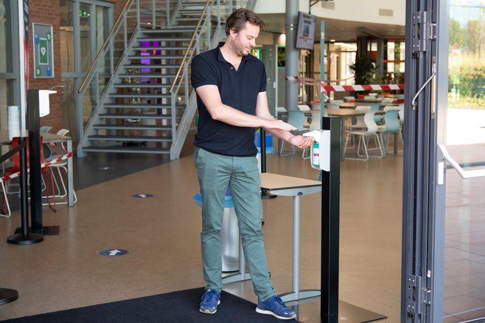 Locatiedirecteur Thomas Klein van het Mondial College locatie Meeuwse Acker.