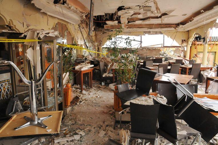 Het terras van het Argana cafe, dat in puin raakte door de bomaanslagen op het Jamma el-Fna plein in Marrakesh, Marokko, in 2011. Beeld null