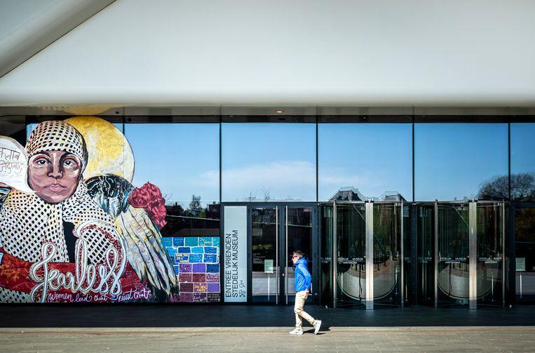 Interieur van het Stedelijk Museum. Het museum is gesloten vanwege de invoering van maatregelen om verspreiding van het coronavirus zoveel mogelijk tegen te gaan. Beeld Hollandse Hoogte / ANP