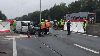 Twee doden bij kop-staartbotsing op E34 richting Antwerpen