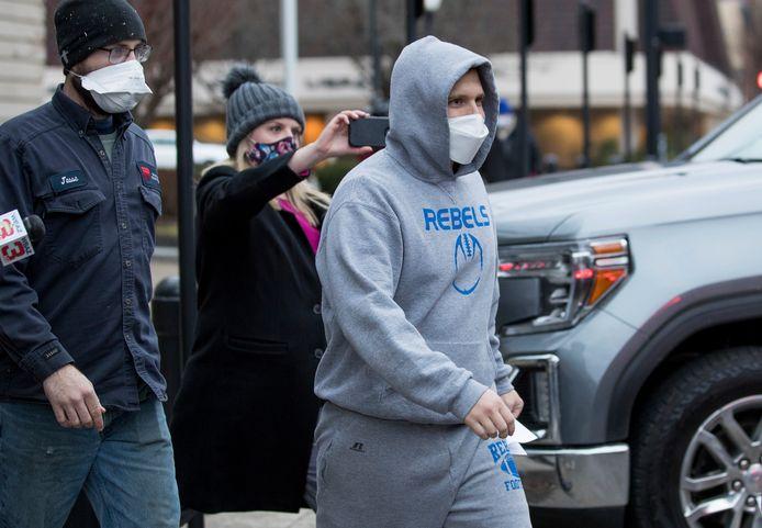 Republikein Derrick Evans verliet vrijdag het gerechtsgebouw in Huntington (West-Virginia) na het betalen van een borgsom .