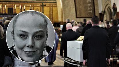 """Volle kerk voor Julie (20) die omkwam toen ze het zebrapad wilde oversteken: """"Jouw verlies is niet eerlijk"""""""
