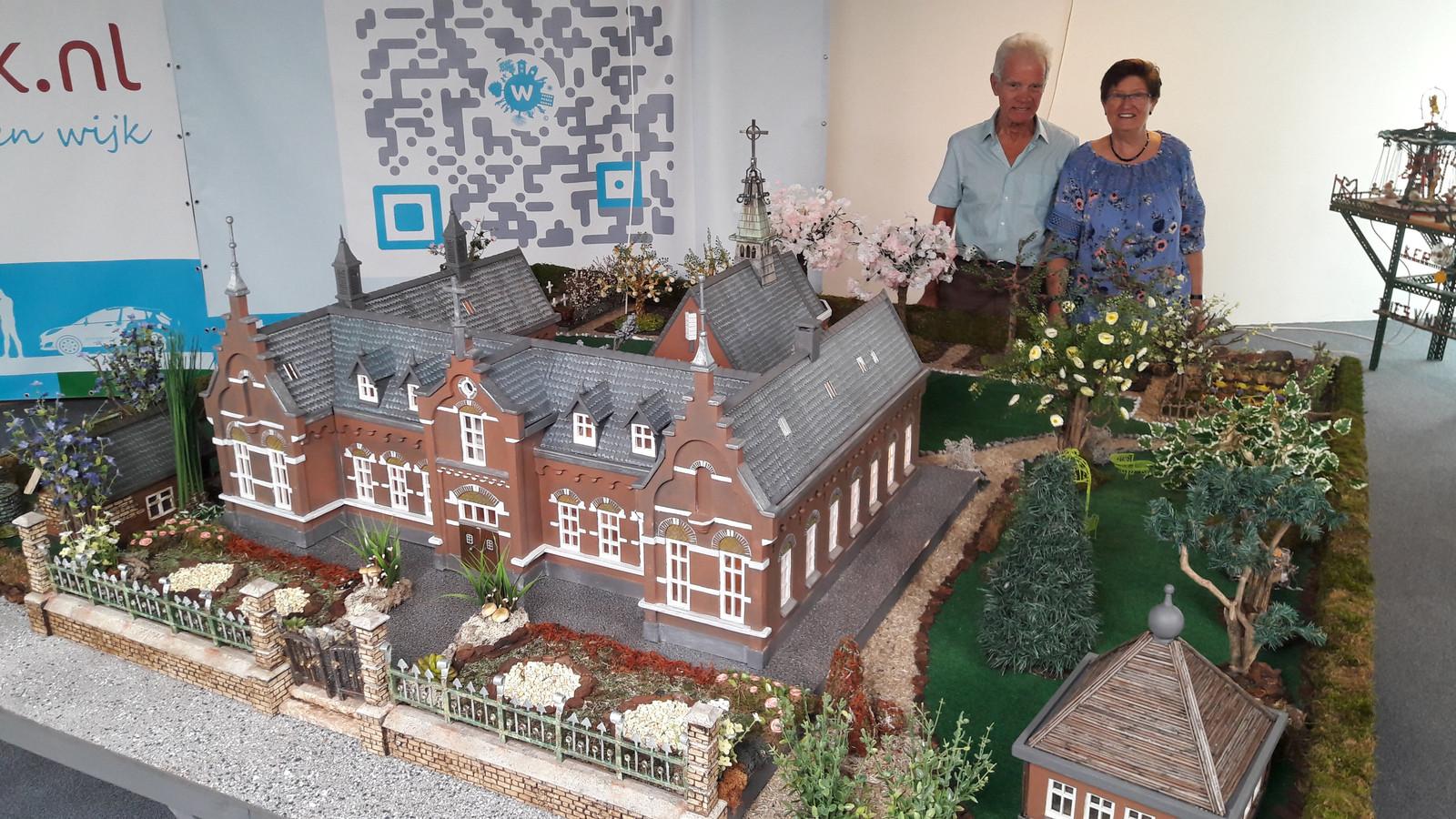 De laatste maquette die Gerrit en Nellie van Neerven hebben gemaakt: het oude klooster van Mierlo-Hout.