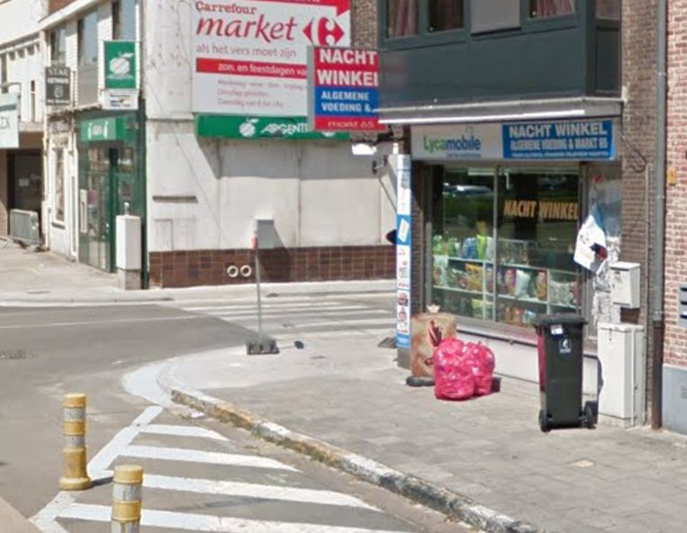 Deze nachtwinkel op de hoek van de Markt en de Legrellestraat in Berlaar werd overvallen.
