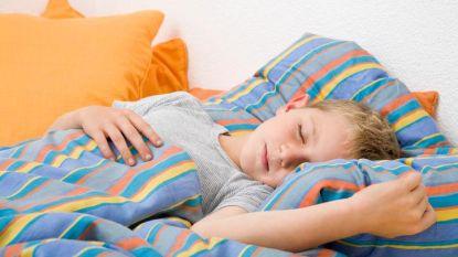 """Kinderen die bedplassen hebben """"hogere rusteloosheid"""" volgens nieuwe studie van het UZ Leuven"""