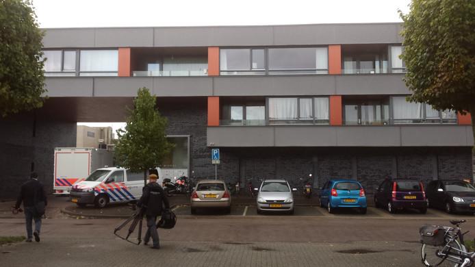 Politie onderzoekt de woning in Zeewolde. Foto: Studio Ton Kastermans