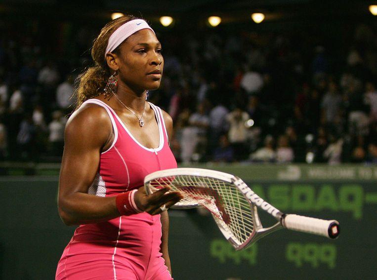 Serena Williams slaat haar racket stuk op Key Biscane in 2005.