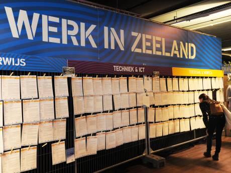 Werkzoekenden trotseren de sneeuw voor banenmarkt in Middelburg