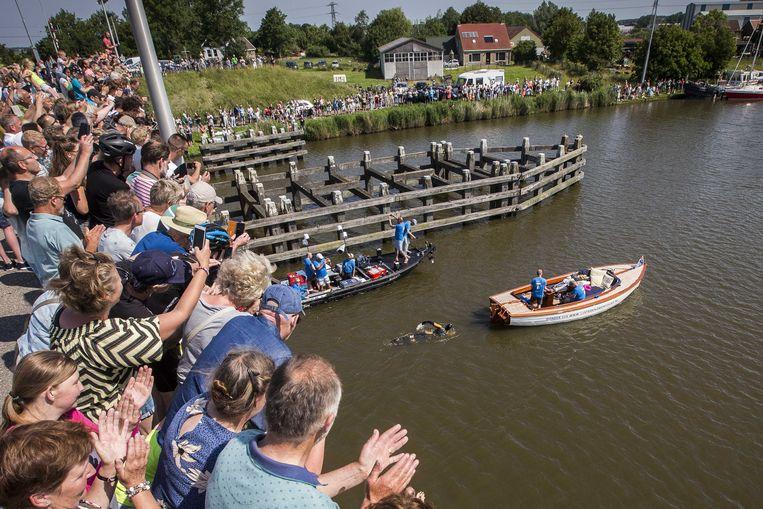 De Elfstedenzwemtocht van Maarten van der Weijden heeft tot nu toe miljoenen opgeleverd.  Beeld ANP