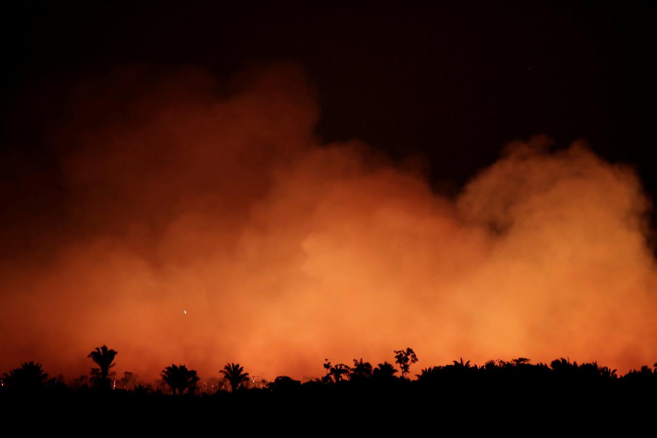 Brand in het Amazone-regenwoud, vlakbij Humaita, Brazilië. (Deze foto is 17 augustus genomen).