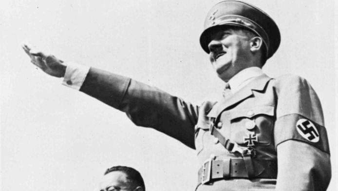 Archieffoto: Adolf Hitler begroet een grote menigte tijdens een sportdag in Breslau, Duitsland.