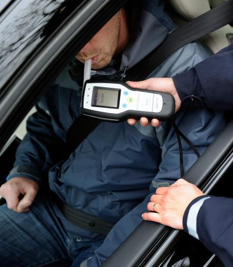 Beschonken bestuurder mag rijbewijs inleveren na het negeren van verkeersbord in Waalwijk