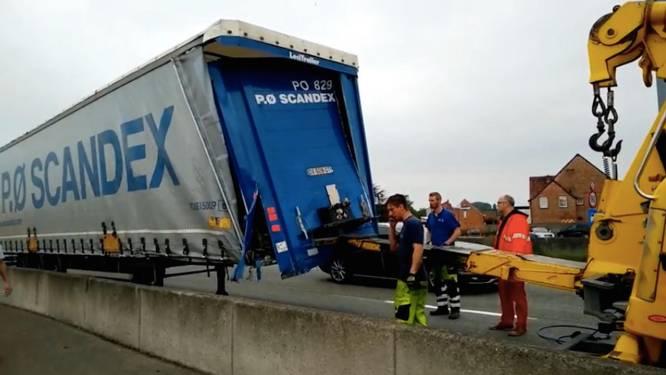 Lading slecht vastgemaakt: trucker vernielt eigen vrachtwagen
