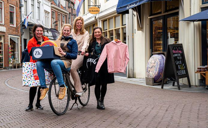 De vier initiatiefneemsters van Zutphen Helpt. Van links naar rechts: Suus Lodewijks (Hema), Valerie Lotgering (De Zuivelhoeve), Tara Denkers (Videotheek Haniel) en Esmee Eenstroom (Bengel Kindermode).