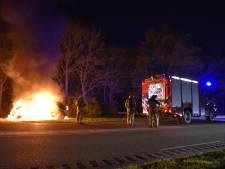 Bestelbus brandt uit in Biddinghuizen