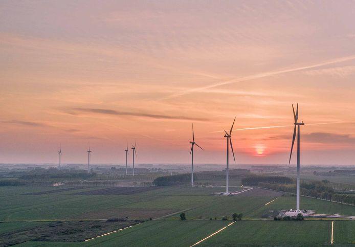 Het windpark 'Deil' in aanbouw.