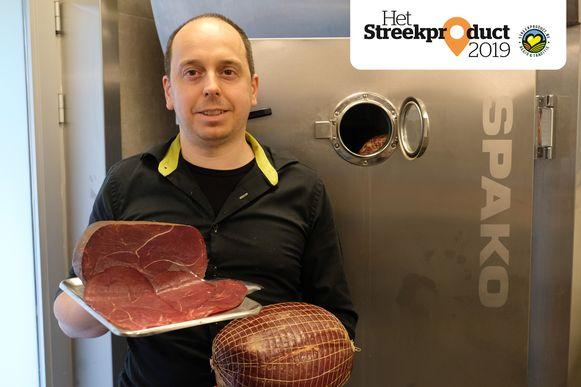 Steven Rijmenants met zijn gerookt paardenvlees.