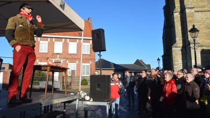 Volksvermaak met varkenskopverkoop tijdens Sint-Antoniuskermis
