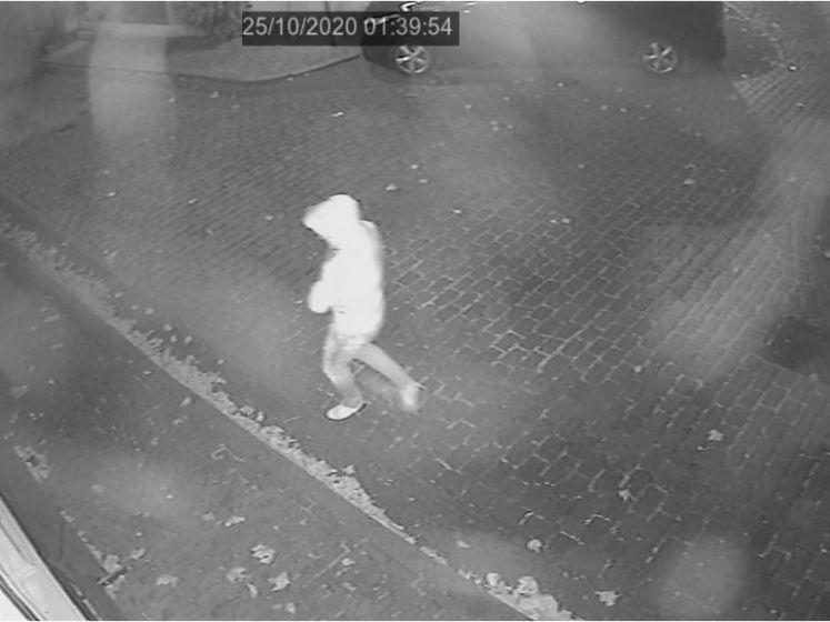 Dit zijn de beelden van de man die brand sticht bij Nijmeegs café 't Paleis