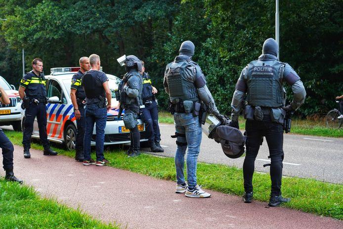 Arrestatieteam houdt verwarde man aan bij Tilburg.