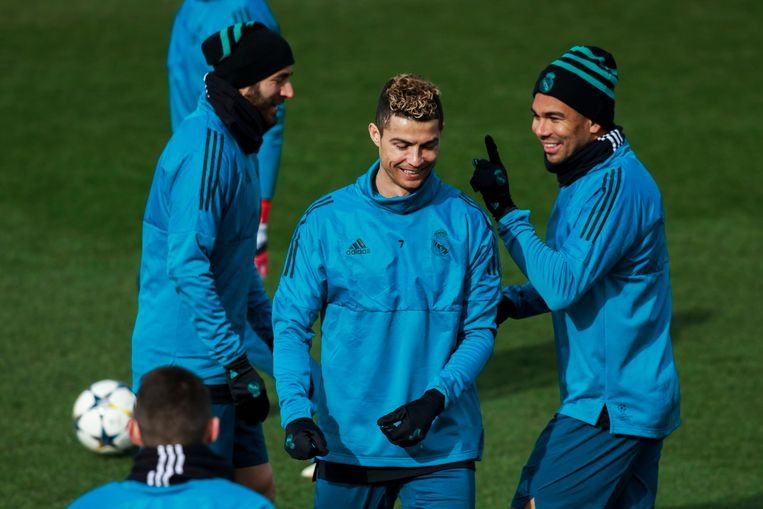 Cristiano Ronaldo met Benzema en Casemiro op training.