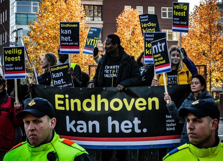 Kick out zwarte piet in Eindhoven. Beeld ANP
