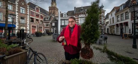 Irritatie over fietsenchaos, hobbelende bestrating, afval en baldadigheid op de Botermarkt in Kampen