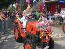VIDEO: Zeshonderd tractoren rijden door Boekel tijdens jaarlijkse TOT-Rit