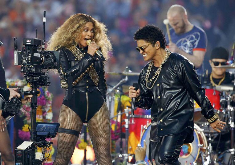 Beyoncé en Bruno Mars. Beeld REUTERS