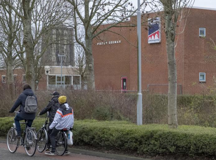 Leerlingen van de Pieter Zeeman merken dat de regels op hun school zijn aangescherpt.