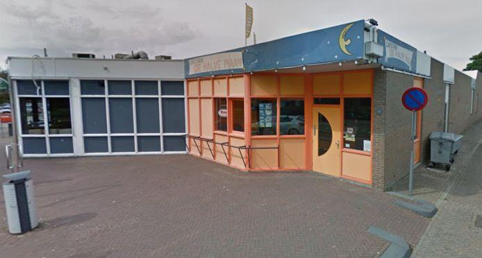Bij cafetaria De Halve Maan in Dronten werd woensdagavond een poging tot overval gedaan.