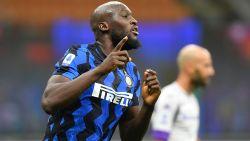Wat een doldwaas slot! Inter wint na onder meer late goal van Lukaku met 4-3 van Fiorentina, Nainggolan valt in