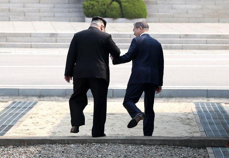 In april stapten Kim Jong-un en Moon Jae-hand in hand over de zwaarst bewaakte grens ter wereld, die tussen beide Korea's.