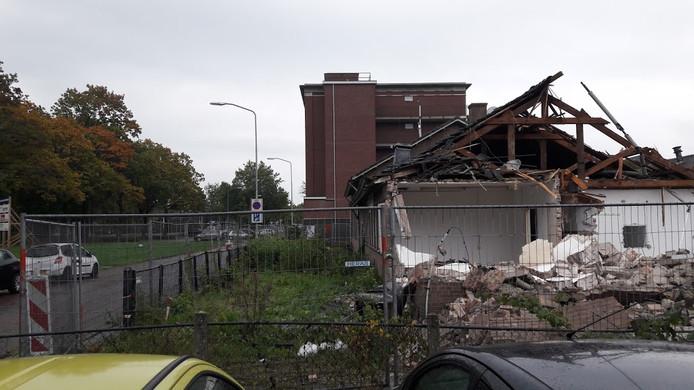 Het bouwterrein aan de Costerweg. De sloop is inmiddels voltooid.