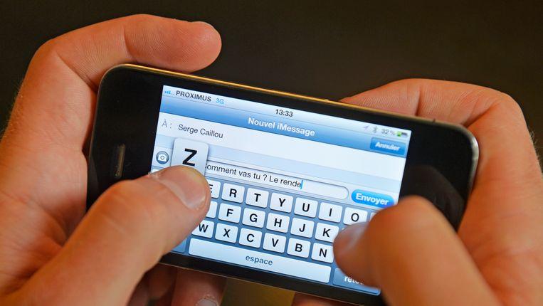 Sms'en kan uw relatie schaden: <3 werkt, :-( niet | De Morgen