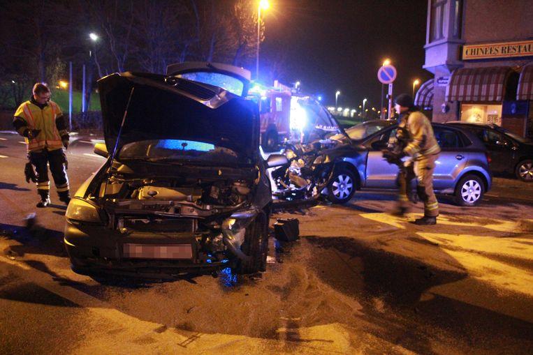 In de Vijfseweg botsten zaterdagavond omstreeks 23.30 uur een Opel Astra en een Volkswagen Polo.