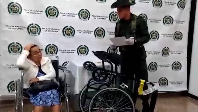 De aangehouden vrouw.