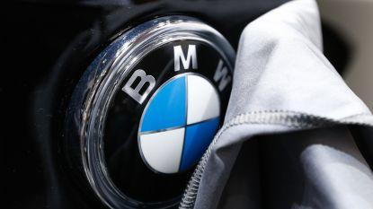 BMW raast rakelings langs jogger, chauffeur agressief na uitstappen
