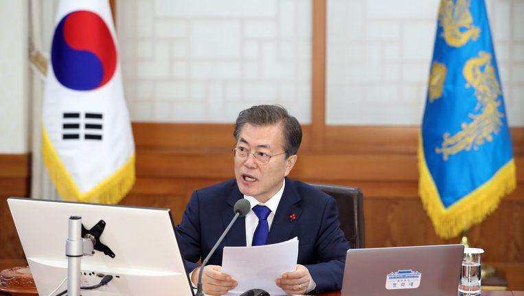 De Zuid-Koreaanse president Moon Jae-in spreekt op de eerste kabinetsvergadering van 2018 in Seoul. Beeld null