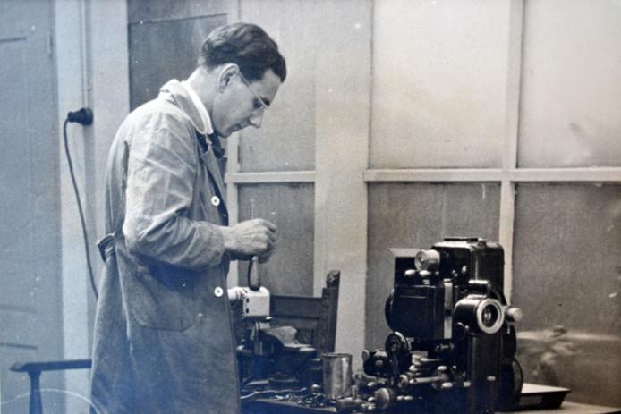 Pieter Coehorst werd in 1947 hulpoperateur bij Cinema Royal en bleef tot 1984 actief in het bioscoopvak. Privécollectie Coehorst