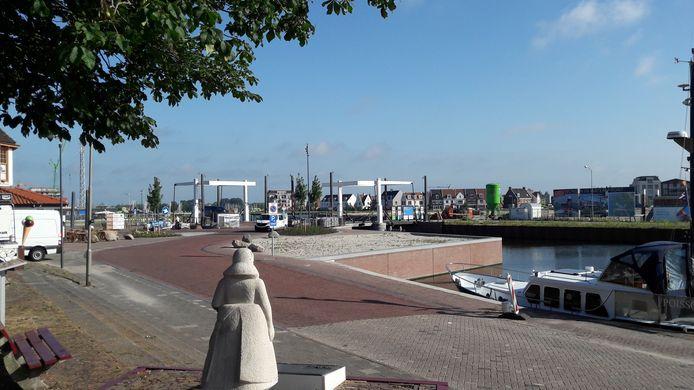 Het horecapand was bedacht op de plek van het zand, maar daar komt het havenkantoor. Voor café De Liefde wordt nog gezocht naar een vergelijkbare locatie.