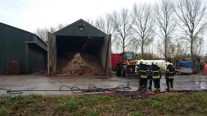 Brand in de uienloods in Nieuwdorp.